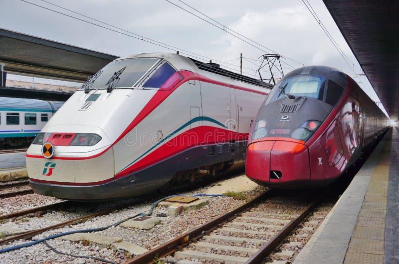 Ένα ιταλικό τραίνο υψηλής ταχύτητας στο σταθμό της Βενετίας στοκ φωτογραφίες με δικαίωμα ελεύθερης χρήσης