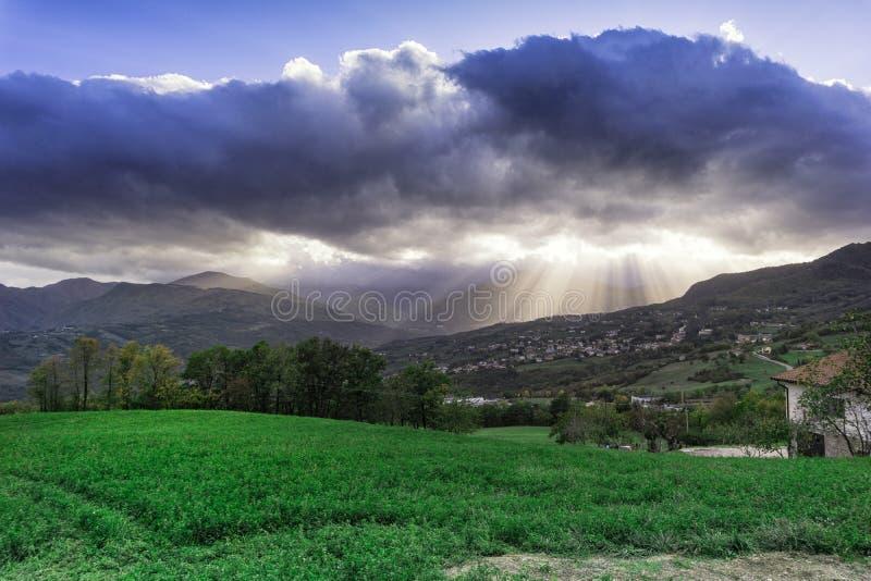 Ένα καταπληκτικό πράσινο όραμα των ακτίνων ήλιων στοκ εικόνα με δικαίωμα ελεύθερης χρήσης