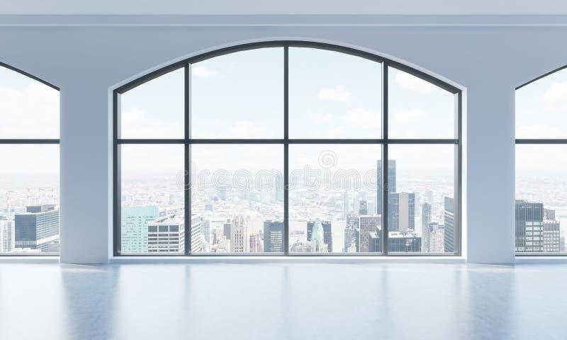 Ένα κενό σύγχρονο φωτεινό και καθαρό εσωτερικό σοφιτών Τεράστια πανοραμικά παράθυρα με την άποψη πόλεων της Νέας Υόρκης Μια έννοι απεικόνιση αποθεμάτων
