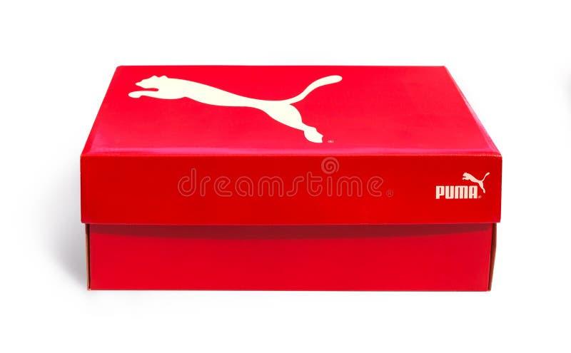 Ένα κιβώτιο παπουτσιών που χαρακτηρίζει σε ένα απομονωμένο υπόβαθρο στοκ φωτογραφία με δικαίωμα ελεύθερης χρήσης