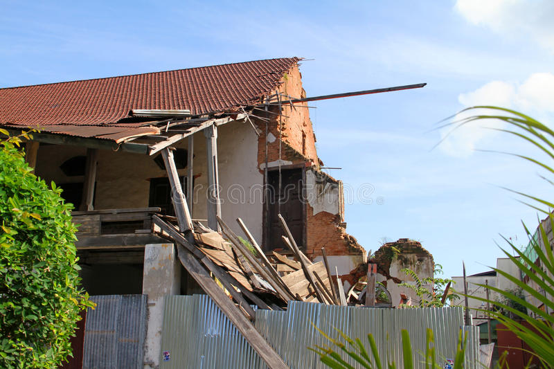 Ένα κτήριο χαλασμένο από το σεισμό 2009 σε Padang, δύση Sumatra στοκ φωτογραφίες