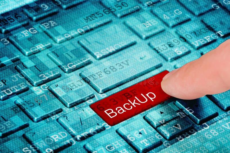 Ένα κόκκινο εφεδρικό κουμπί Τύπου δάχτυλων στο μπλε ψηφιακό πληκτρολόγιο lap-top στοκ εικόνα