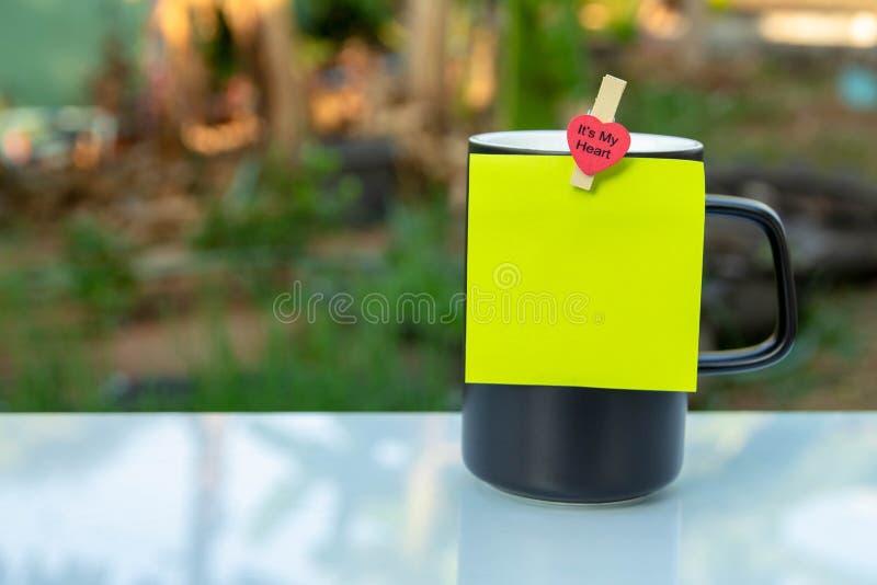 Ένα μαύρο φλυτζάνι καφέ στοκ φωτογραφία με δικαίωμα ελεύθερης χρήσης