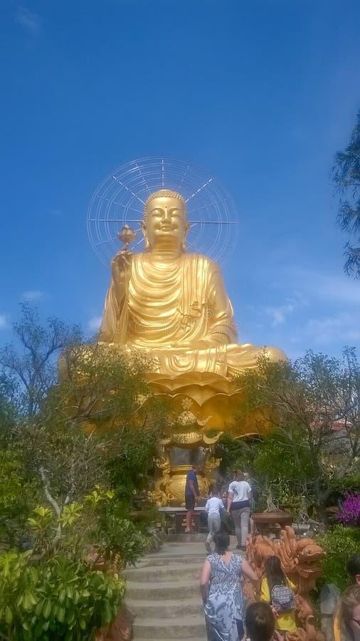 Ένα μεγάλο άγαλμα του χρυσού Βούδα Dalat Βιετνάμ στοκ εικόνα με δικαίωμα ελεύθερης χρήσης