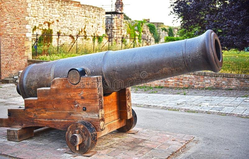 Ένα μεγάλο πυροβόλο σιδήρου από το δέκατο όγδοο αιώνα στοκ φωτογραφία με δικαίωμα ελεύθερης χρήσης