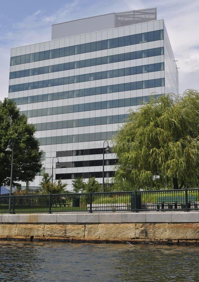 Ένα μεγάλο κτίριο γραφείων στοκ εικόνα με δικαίωμα ελεύθερης χρήσης
