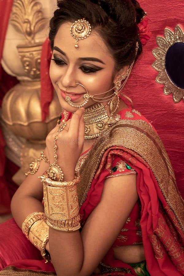 Ένα μη αναγνωρισμένο όμορφο νέο ινδικό πρότυπο στοκ φωτογραφία με δικαίωμα ελεύθερης χρήσης