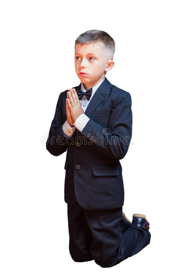Ένα μικρό αγόρι σε μια επίκληση κοστουμιών, που απομονώνεται σε ένα άσπρο υπόβαθρο στοκ φωτογραφία με δικαίωμα ελεύθερης χρήσης