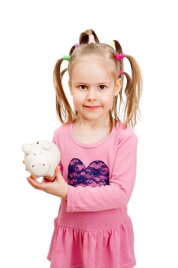 Ένα μικρό κορίτσι με το μεταλλικό θόρυβο πορσελάνης στοκ φωτογραφία με δικαίωμα ελεύθερης χρήσης