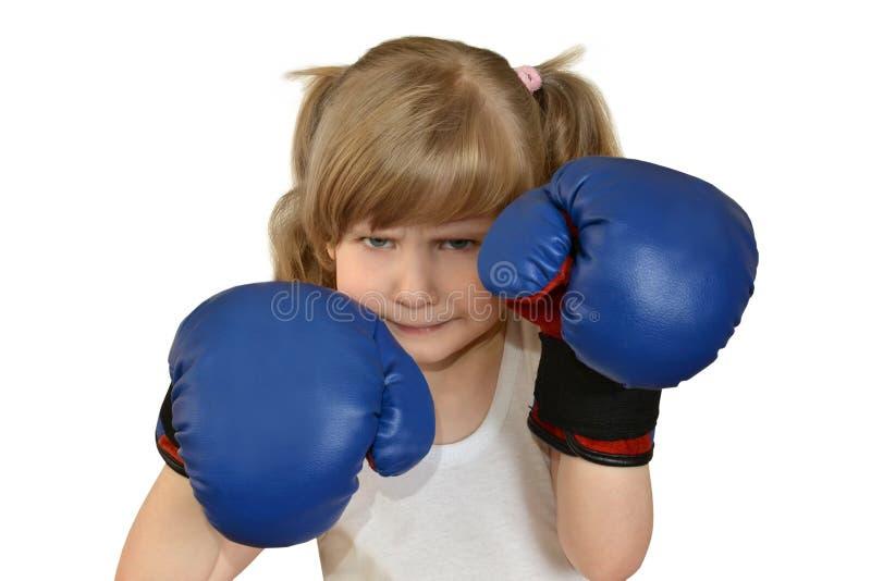 Ένα μικρό παιδί κοριτσιών, παιδί στα εγκιβωτίζοντας γάντια στοκ εικόνα με δικαίωμα ελεύθερης χρήσης