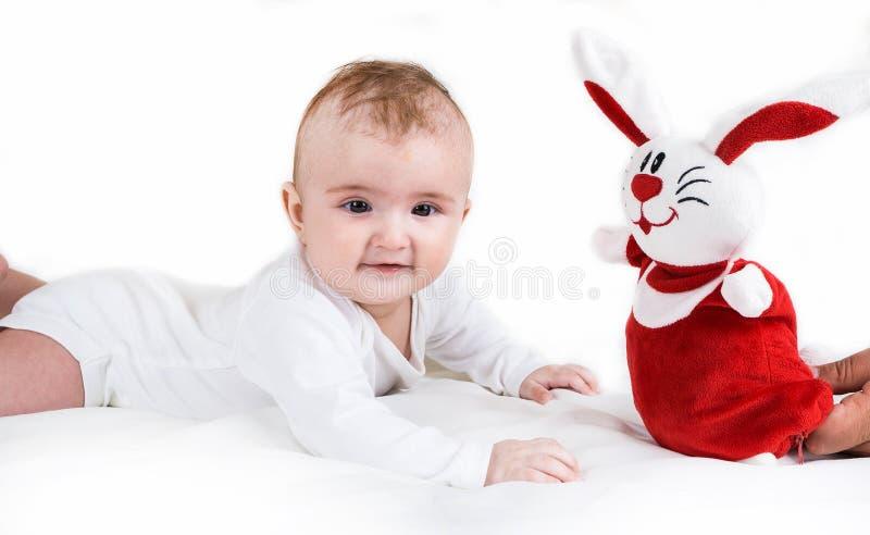 Ένα μικρό παιδί που παίζει επιτυχώς στοκ εικόνα με δικαίωμα ελεύθερης χρήσης