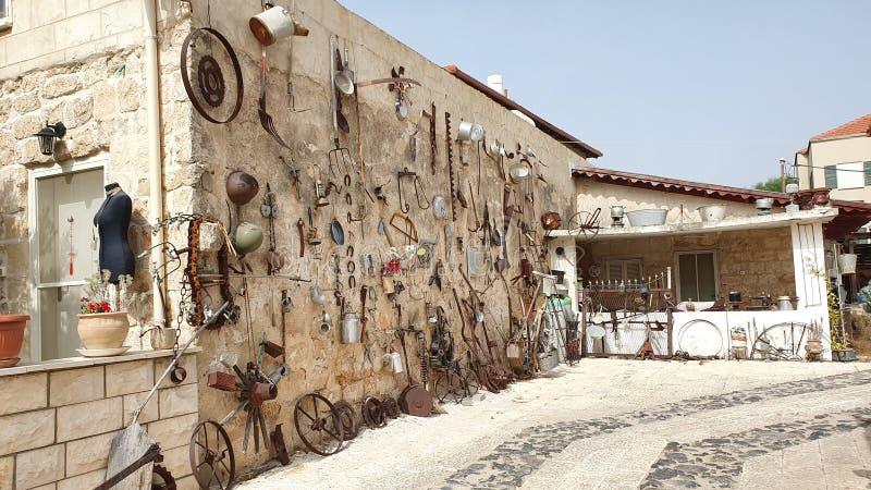 Ένα μοναδικό χέρι - γίνοντας τοίχος σε Zichron Yaakov, Ισραήλ στοκ εικόνες
