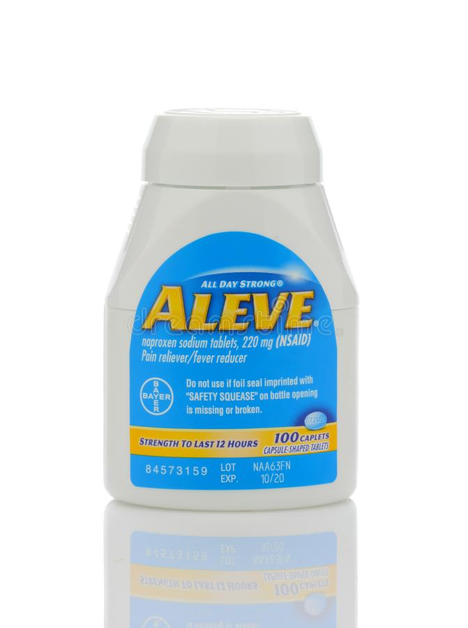 Ένα μπουκάλι Aleve Caplets, reliever πόνου νατρίου Naproxen από Bayer στοκ φωτογραφίες