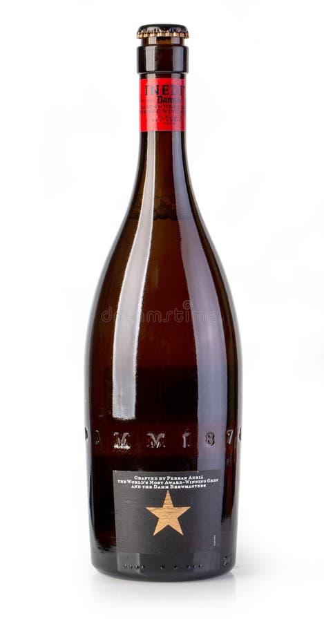 Ένα μπουκάλι Estrella Damm Inedit Witbier του ύφους στοκ φωτογραφίες με δικαίωμα ελεύθερης χρήσης