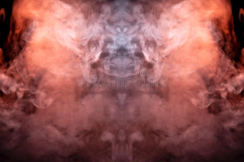 Ένα μυστικό σχέδιο του χρωματισμένου καπνού κόκκινος και άσπρος με μορφή του προσώπου ενός φαντάσματος με τους κυνόδοντες που δημ στοκ φωτογραφίες με δικαίωμα ελεύθερης χρήσης