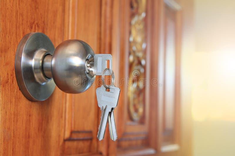 Ένα νέο σπίτι για την επιχειρησιακή έννοια πώλησης στοκ φωτογραφία με δικαίωμα ελεύθερης χρήσης