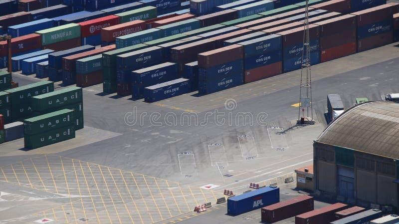 Ένα ναυπηγείο αποθήκευσης εμπορευματοκιβωτίων στοκ εικόνα