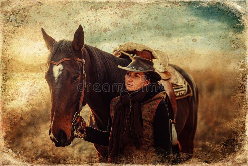 Ένα νεαρό όμορφο κορίτσι έξω με το αληθινό της άλογο Παλιό εφέ φωτογραφίας στοκ φωτογραφίες