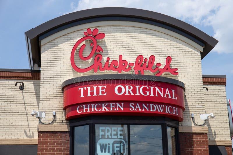 Ένα νεοσσός-fil-εστιατόριο κοτόπουλου Παρά την τρέχουσα διαμάχη, το νεοσσός-fil-α είναι άγρια δημοφιλές ΙΙΙ στοκ εικόνα