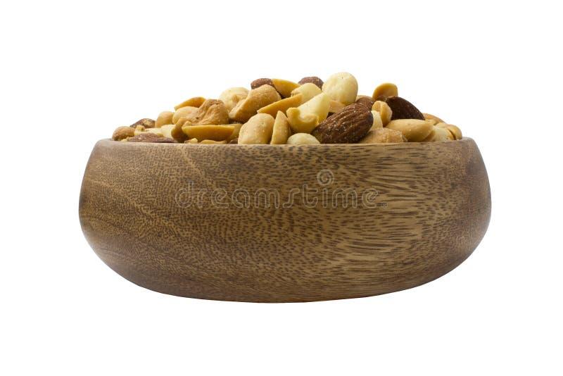 Ένα ξύλινο κύπελλο με τα μικτά καρύδια σε ένα άσπρο υπόβαθρο Υγιή τρόφιμα και πρόχειρα φαγητά στοκ εικόνες με δικαίωμα ελεύθερης χρήσης