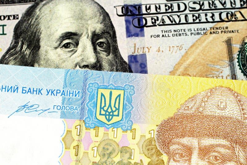 Ένα ένα ουκρανικό τραπεζογραμμάτιο hryvnia με έναν αμερικανικό λογαριασμ στοκ φωτογραφίες με δικαίωμα ελεύθερης χρήσης