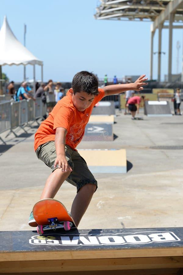 Ένα παιδί στον κατώτερο skateboard ανταγωνισμό στα ακραία παιχνίδια της αθλητικής Βαρκελώνης LKXA στοκ φωτογραφίες με δικαίωμα ελεύθερης χρήσης