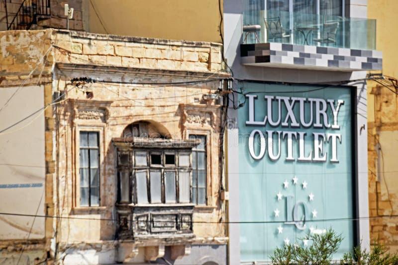 Ένα παλαιό και νέο, παλαιό και νέο διαμέρισμα στη Μάλτα στοκ φωτογραφία