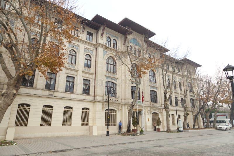 Ένα παλαιό κτήριο στη Ιστανμπούλ με μια πρόσοψη πετρών στοκ εικόνα