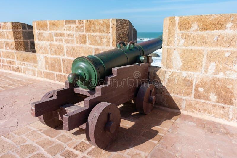 Ένα παλαιό πυροβόλο στους ενισχυμένους τοίχους πόλεων Essaouira Μαρόκο στοκ φωτογραφία με δικαίωμα ελεύθερης χρήσης