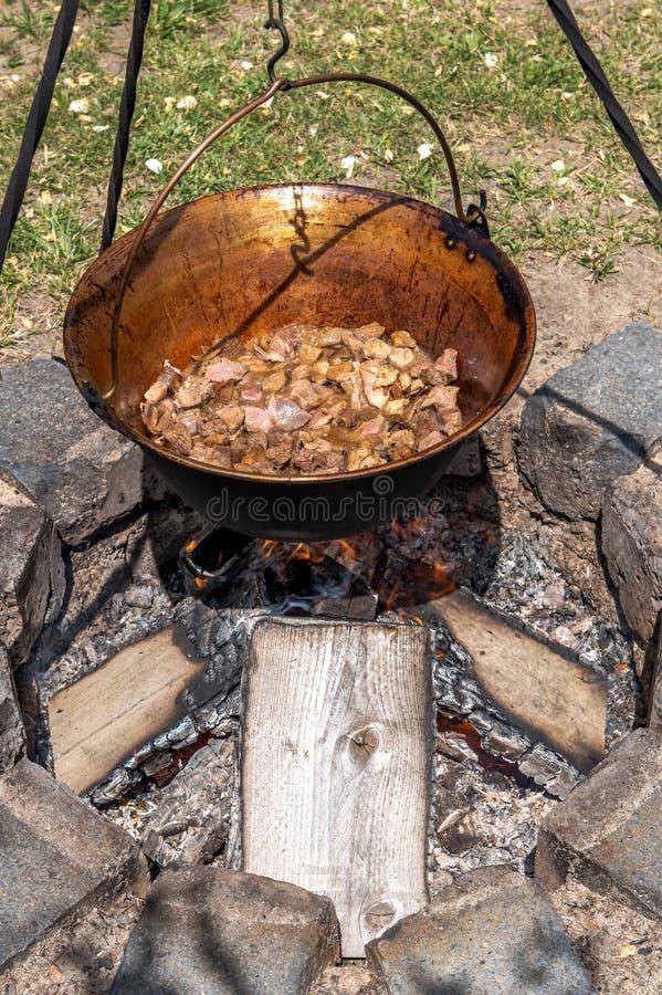 Ένα παραδοσιακό ουγγρικό πιάτο είναι goulash κατσαρολών στοκ φωτογραφία με δικαίωμα ελεύθερης χρήσης