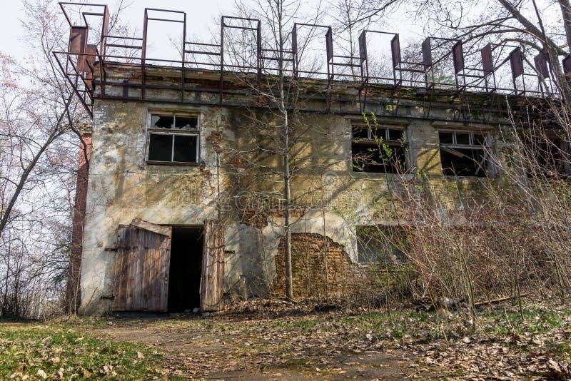 Ένα παλαιό εγκαταλειμμένο εργοστάσιο στοκ εικόνα