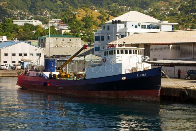 Ένα παλαιό φορτηγό πλοίο διά-νησιών στο kingstown στοκ εικόνα