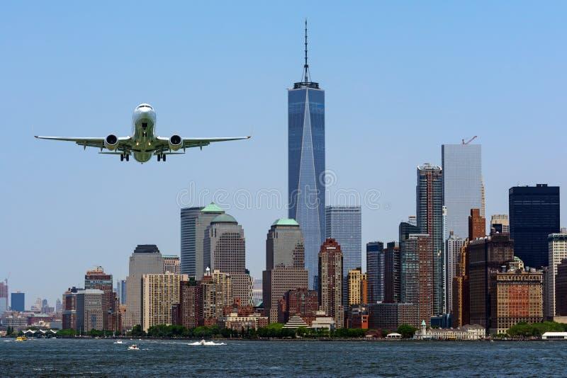 Ένα πετώντας αεροπλάνο με την άποψη του Λόουερ Μανχάταν, Νέα Υόρκη, ΗΠΑ στοκ εικόνες