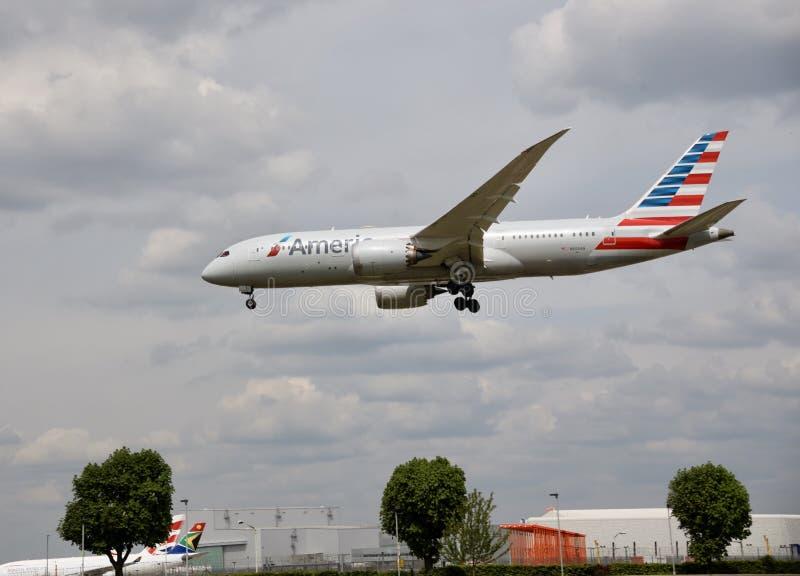 Ένα πετώντας αεροπλάνο της American Airlines στοκ φωτογραφία