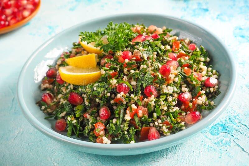 Ένα πιάτο της σαλάτας tabbouleh, κινηματογράφηση σε πρώτο πλάνο Παραδοσιακά αραβικά τρόφιμα στοκ φωτογραφίες