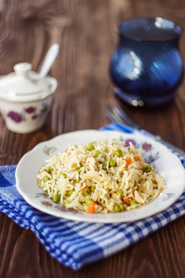 Ένα πιάτο του ρυζιού με τα λαχανικά, εκλεκτική εστίαση στοκ εικόνα με δικαίωμα ελεύθερης χρήσης