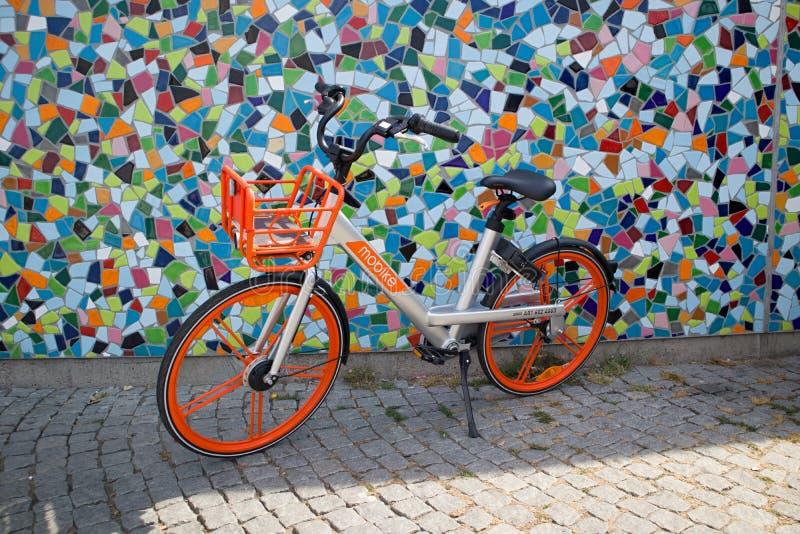 Ένα ποδήλατο πόλεων στο Ντίσελντορφ στοκ φωτογραφία