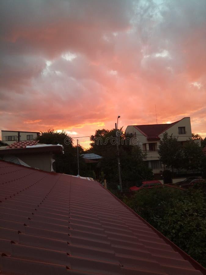 Ένα πολύ όμορφο ηλιοβασίλεμα του Βουκουρεστι'ου στοκ φωτογραφίες