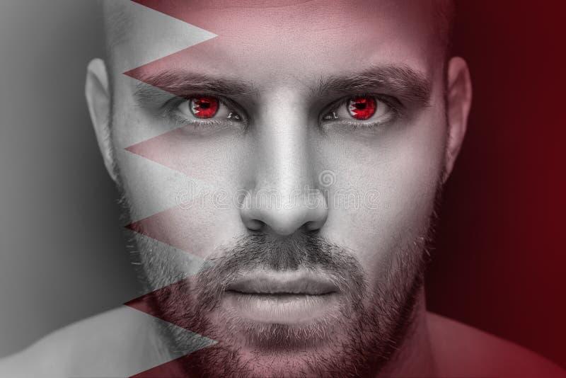 Ένα πορτρέτο ενός νέου σοβαρού ατόμου, στα του οποίου μάτια απεικονίζεται τη εθνική σημαία στοκ φωτογραφίες με δικαίωμα ελεύθερης χρήσης