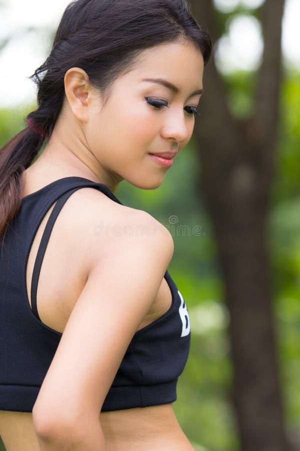 Ένα πορτρέτο της ελκυστικής ασιατικής γυναίκας στοκ φωτογραφία με δικαίωμα ελεύθερης χρήσης