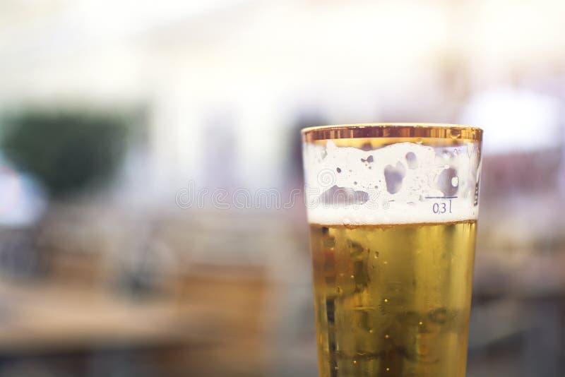 Ένα ποτήρι της μπύρας με τον τόμο 0 κλίμακας 3 λίτρο στοκ φωτογραφία
