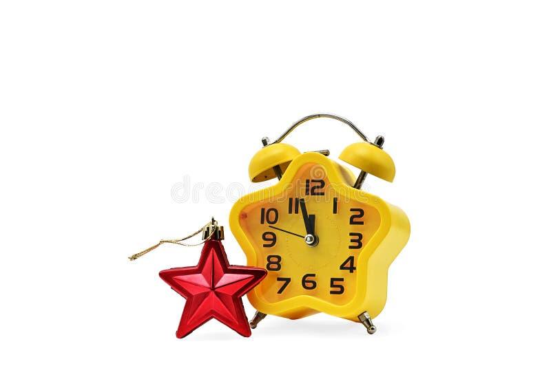 Ένα ρολόι Χριστουγέννων αστερίσκων παρουσιάζει υπόλοιπο χρόνο μέχρι τα μεσάνυχτα με έναν κόκκινο αστερίσκο, σε ένα άσπρο υπόβαθρο στοκ εικόνα