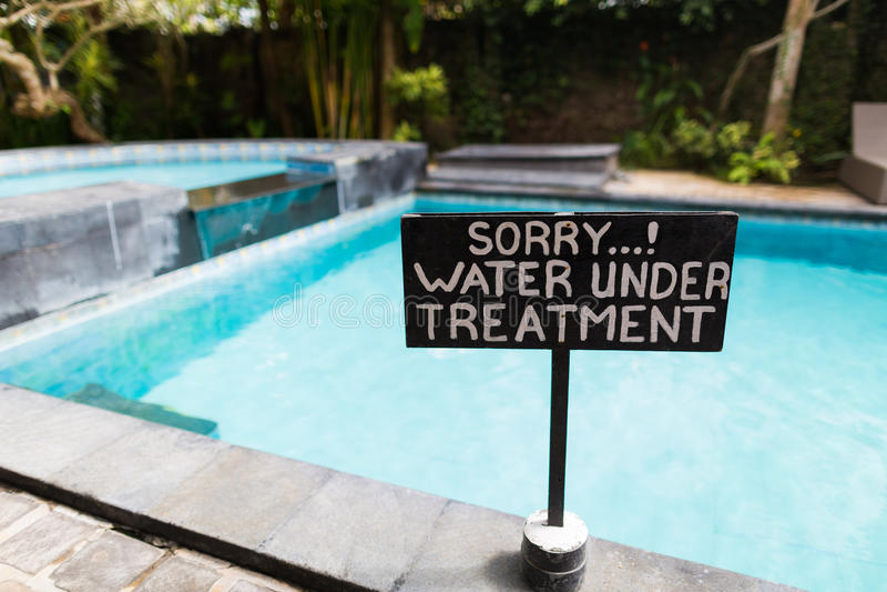 Ένα σημάδι εκτός από την πισίνα στοκ φωτογραφία με δικαίωμα ελεύθερης χρήσης