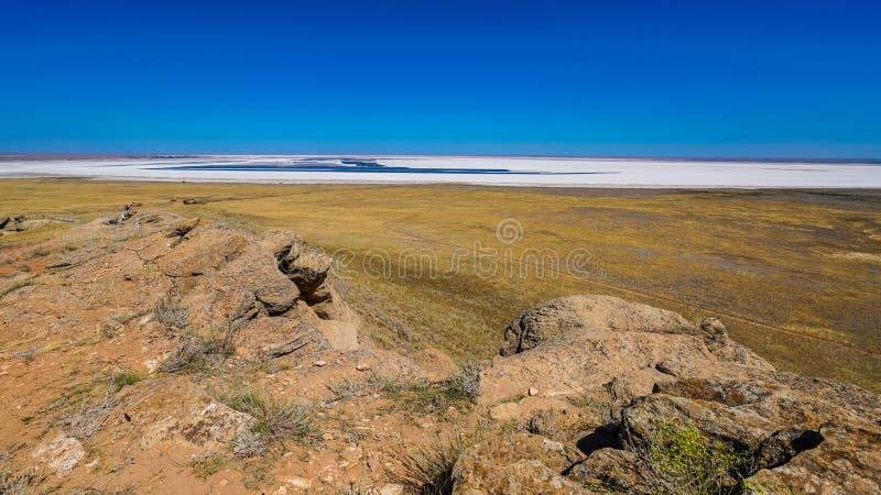 Ένα σημαντικό μέρος της λίμνης Baskunchak καταλαμβάνει το άλας, που αποτελείται από το κρυστάλλινο άλας, ακτή στοκ εικόνα με δικαίωμα ελεύθερης χρήσης