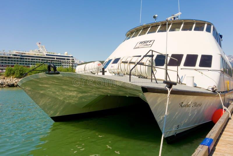 Ένα σκάφος που χρησιμοποιείται για τους γύρους επίσκεψης σε skagway, Αλάσκα στοκ φωτογραφίες