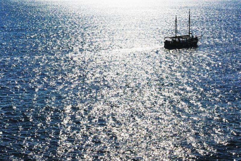 Ένα σκάφος στη θάλασσα στοκ φωτογραφία με δικαίωμα ελεύθερης χρήσης