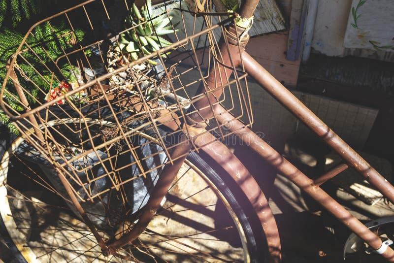 Ένα σκουριασμένο παλαιό ποδήλατο στοκ εικόνες με δικαίωμα ελεύθερης χρήσης