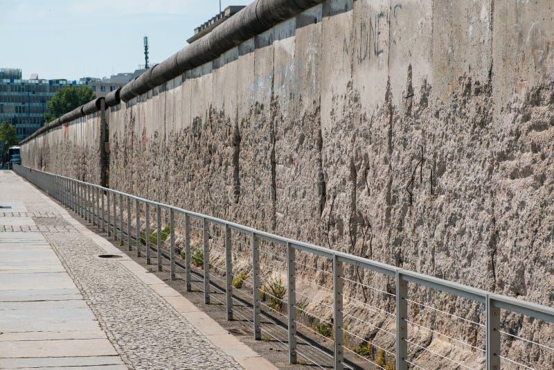 Ένα συντηρημένο τμήμα του τείχους του Βερολίνου στοκ φωτογραφίες