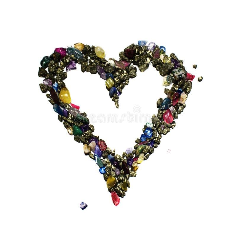 Ένα σύμβολο καρδιών έκανε από χρωματισμένους τους χαλκός λαμπρούς βράχους και τους πολύτιμους λίθους στοκ εικόνες με δικαίωμα ελεύθερης χρήσης