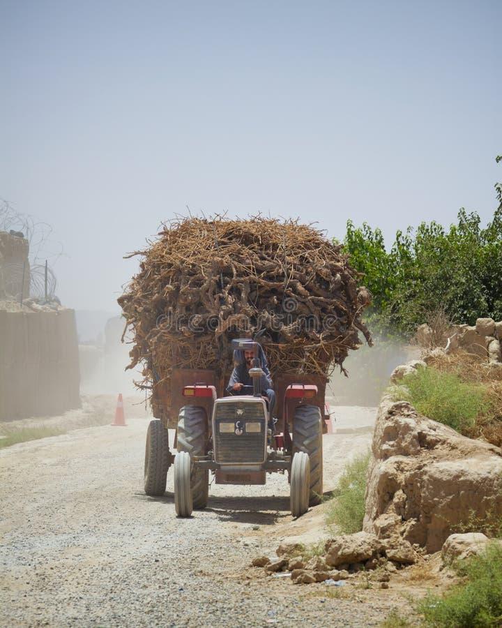Ένα υπερφορτωμένο τρακτέρ σε Kandahar Αφγανιστάν στοκ εικόνα